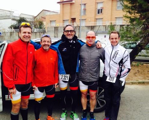 D'esquerre a dreta: Marc Gratacós, consoci del Club i Jaume Gubern, Hector Venteo, Xavier Recasens i Joan Fabre, membres de la secció de triatló del CNB en el II Duatló de Rubí.